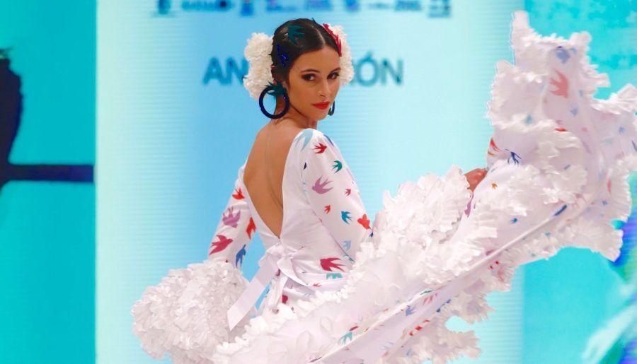 Doñana d'flamenca apuesta por la innovación en el traje de flamenca para ir al Rocío